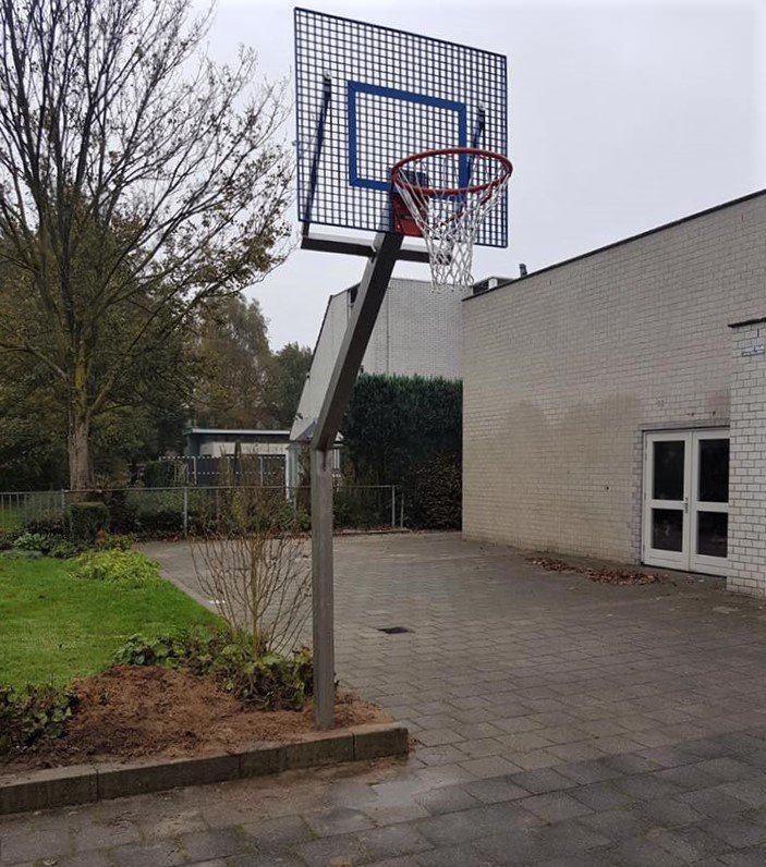 Basketbalpaal Rothe met antivandaal basketbalbord