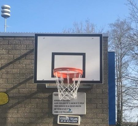 Basketbalbord met muurbevestiging